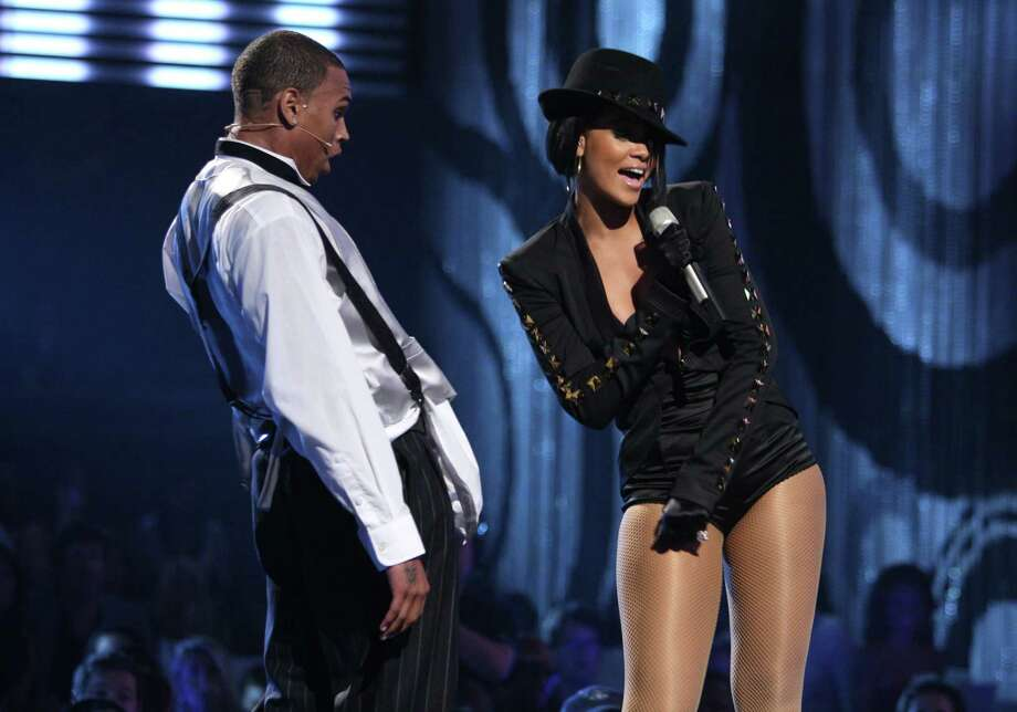 2007:  Singer Chris Brown and singer Rihanna perform. Photo: John Shearer, WireImage / 2007 WireImage