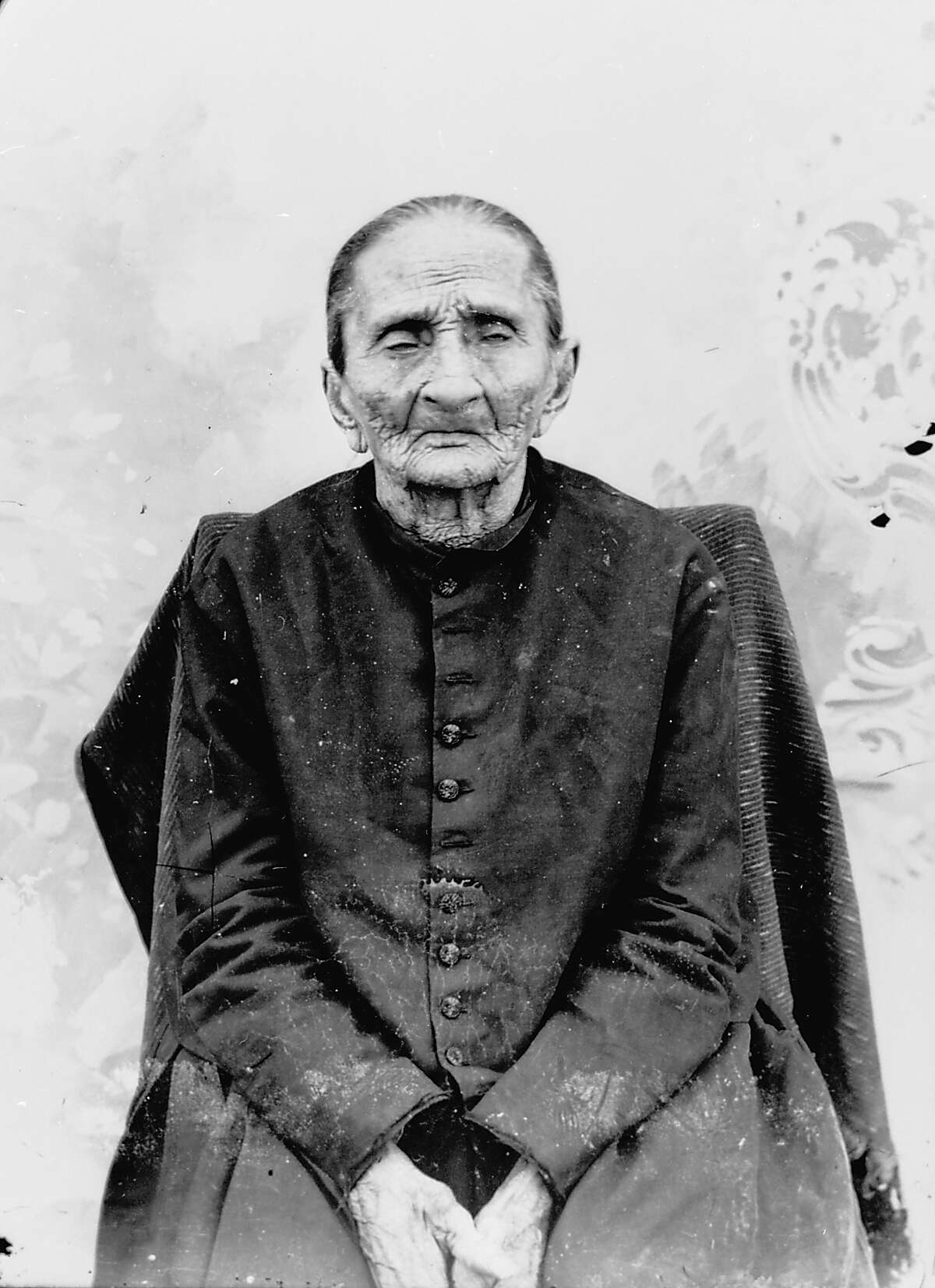 Madam Candelaria (Andrea Castañón Villanueva, 1785-1899). c. 1887. Reputed survivor of the Battle of the Alamo shown at the age of 102 years old. She died at the age of 113 and was buried in San Fernando Cemetery in San Antonio.