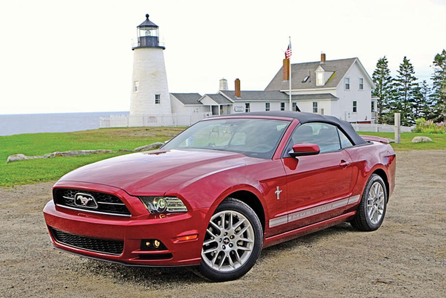 2014 Ford Mustang V-6 Convertible Premium (photo by Dan Lyons) / copyright: Dan Lyons - 2013