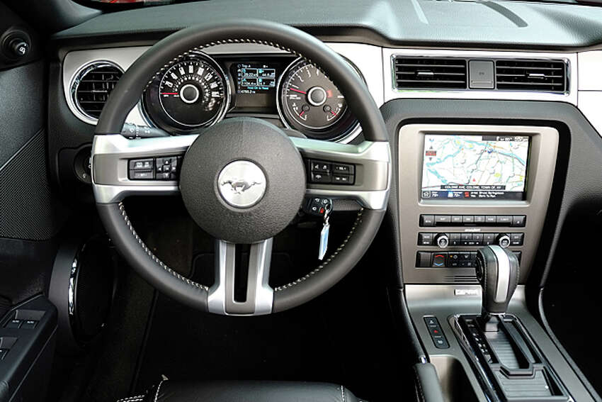 2014 Ford Mustang V-6 Convertible Premium (photo by Dan Lyons)