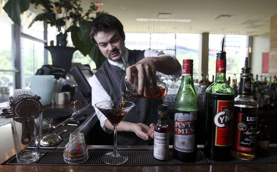 Chris Frankel making a Nassau Street cocktail at the bar at RDG. Photo: Karen Warren, Houston Chronicle