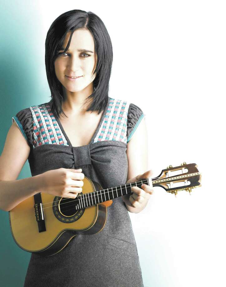 "Julieta Venegas también grabo ""Abel"", que se centra en un niño, para una película en 2010. Photo: Associated Press"