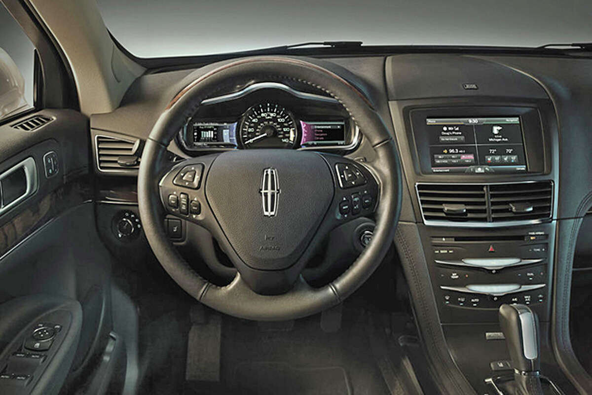2014 Lincoln MKT (photo courtesy Ford Motor Co.)