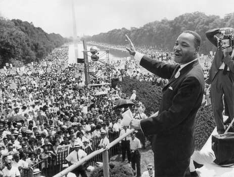 American civil rights activist Rev. Martin Luther King Jr. stands and holds his hand out as he addresses a large crowd gathered at the Lincoln Memorial for the March on Washington, Washington, DC. Photo: Hulton Archive, Getty Images / Archive Photos