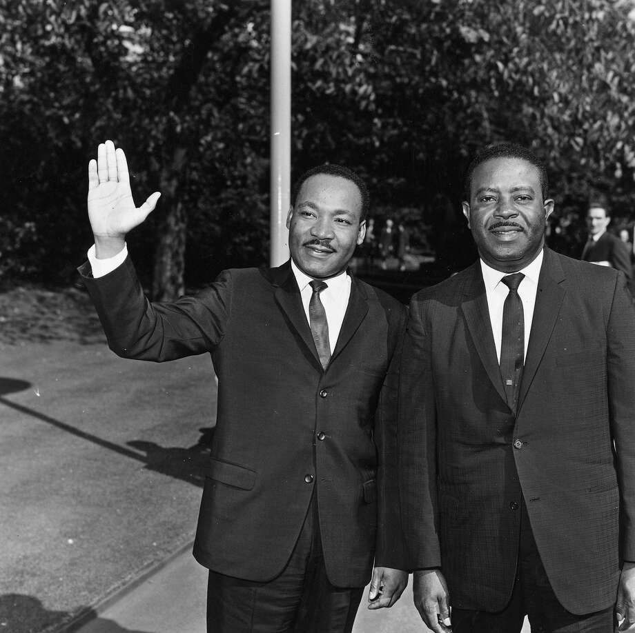 American civil rights leaders Rev. Martin Luther King Jr. and Ralph Abernathy at the Embankment in London. Photo: Reg Lancaster, Getty Images / Hulton Archive