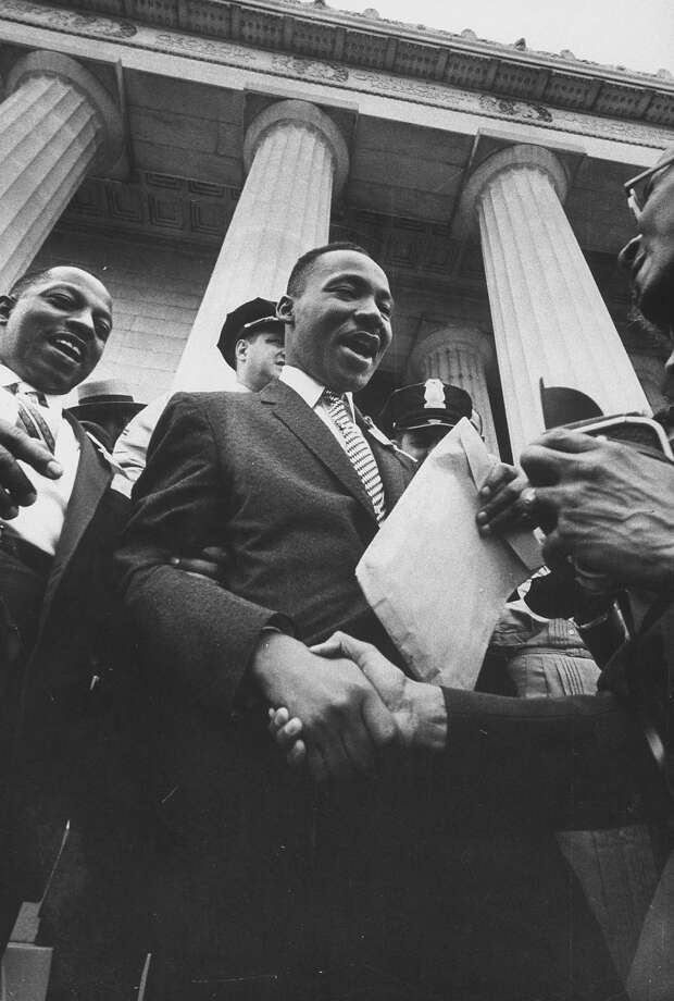 Rev. Martin Luther King Jr. shaking hands w. crowd at Lincoln Memorial. Photo: Paul Schutzer, Time & Life Pictures/Getty Image / Time Life Pictures