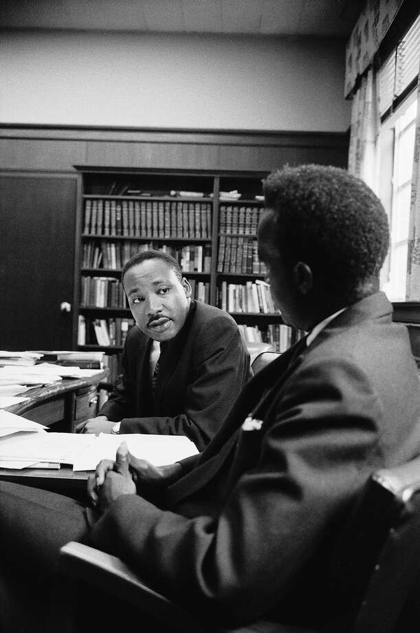 Rev. Martin Luther King Jr. talking with visiting African leader Kenneth Kaunda in 1960. Photo: Alfred Eisenstaedt, Time & Life Pictures/Getty Image / Time & Life Pictures