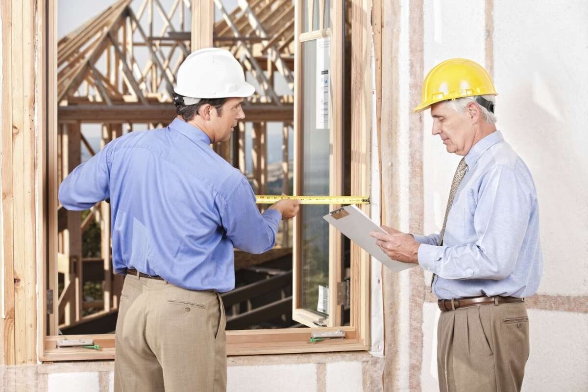 24 - General contractor These hands-on consultants can earn an average of $45 an hour.