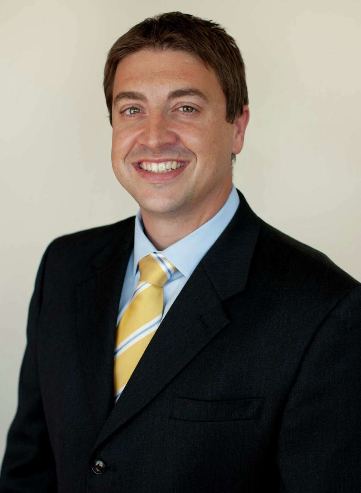 Sports medicine physician Dr. Christian Schupp recently had an article published in Current Sports Medicine Reports, the official journal of the American College of Sports Medicine.