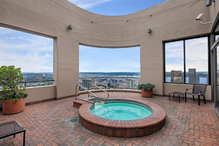 Hot tub of First Hill Plaza, at 1301 Spring St. Photo: Courtesy Catherine Adams, Windermere Real Estate