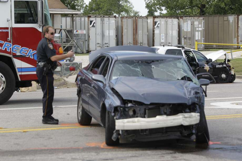Officers work at the scene of a wreck involving a state trooper on FM 1960 and Solon on Wednesday. (Melissa Phillip / Houston Chronicle)