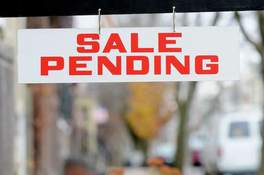 Sale-pending sign in Schenectady, N.Y. (Will Waldron / Times Union archive) Photo: Will Waldron