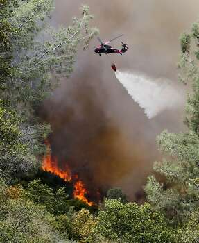 Helicopters were out in force making water drops anear Ferretti Rd. in Groveland, Calif., as the 16,000 acre Rim Fire continues to grow on Wednesday August 21, 2013. Photo: Michael Macor, San Francisco Chronicle