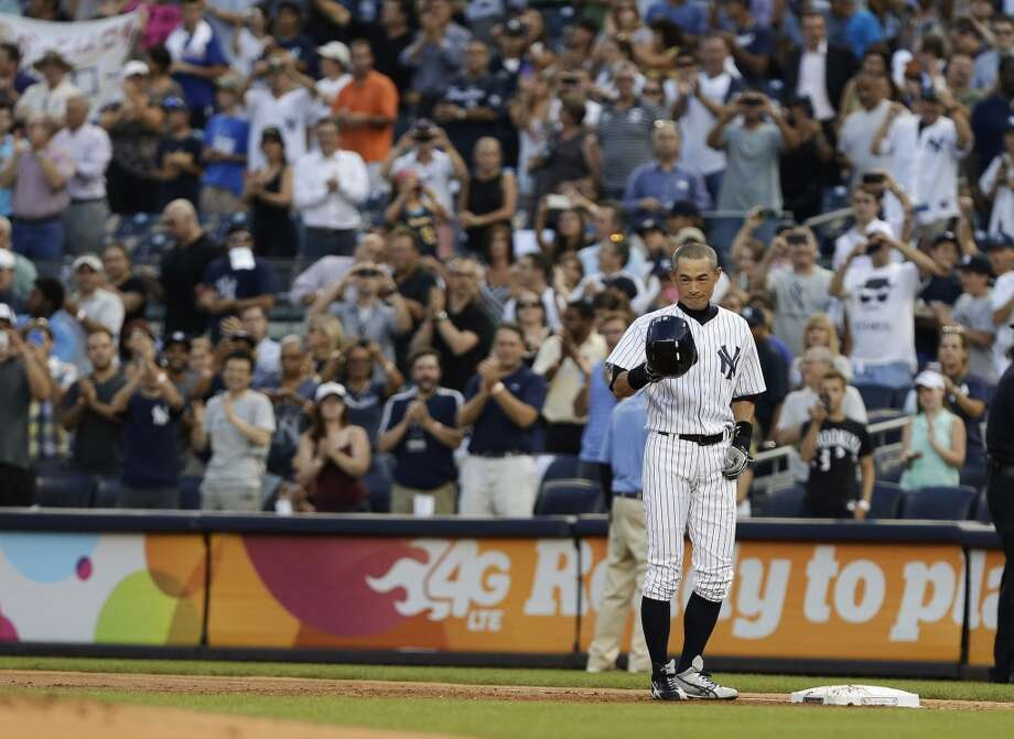 Ichiro Suzuki acknowledges the crowd after hitting a single for his 4,000th career hit in Japan and the major leagues Wednesday in New York. Photo: Frank Franklin II, Associated Press