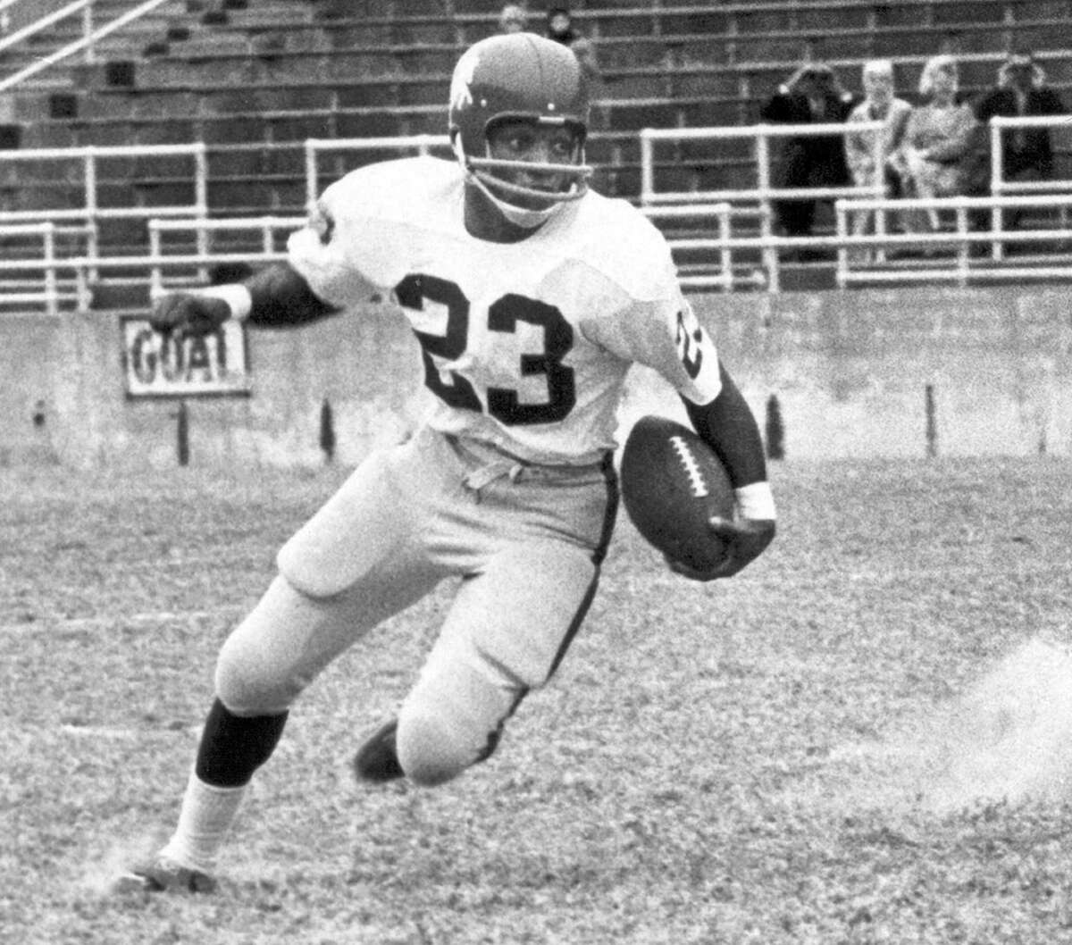 Jerry LeVias (#23) of the Southern Methodist Mustangs turns upfield during a circa 1960s game. LeVias played for Southern Methodist from 1965-67.