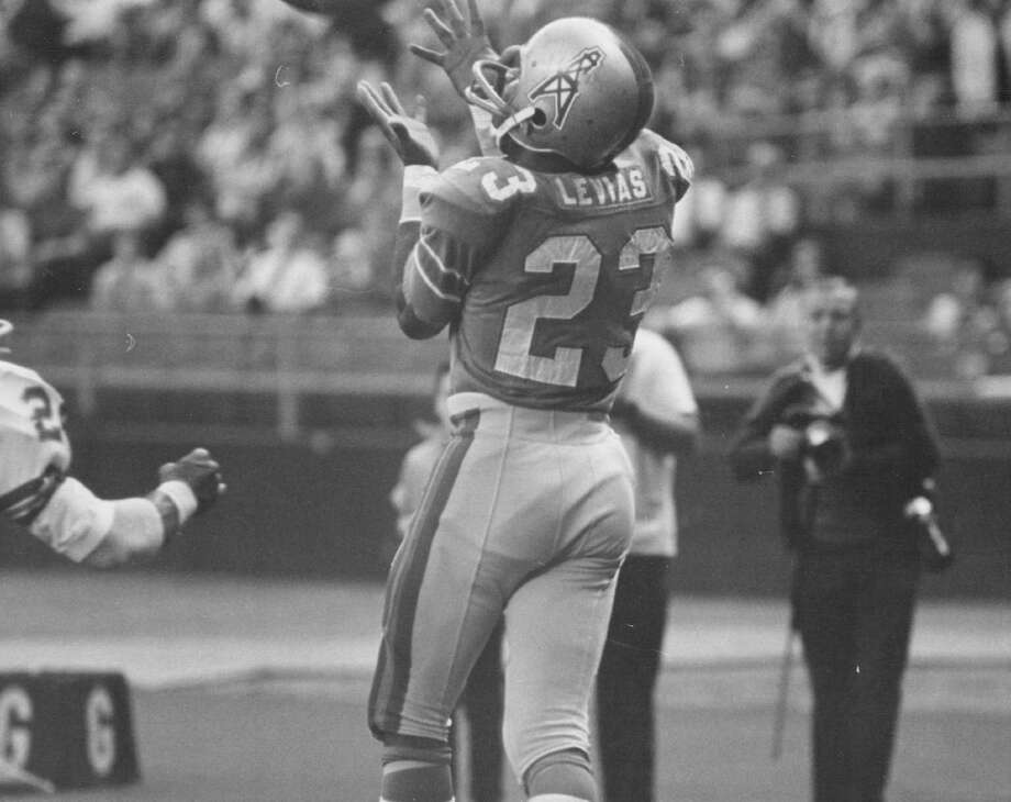 Denver Broncos (Action); Houston Receiver Reaches For Scoring Pass In First Quarter; Taking ball behind Denver defender Cornell Gordon, Jerry LeVias gathers in 5-yard pass Charley Johnson. Photo: Bill Johnson, Denver Post Via Getty Images / Denver Post