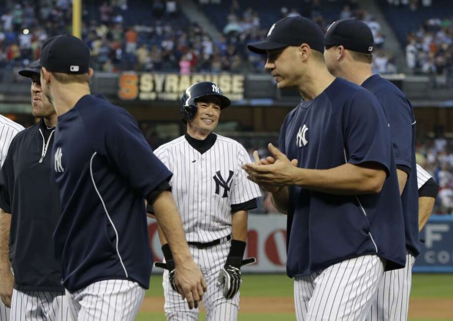 Teammates applaud Ichiro Suzuki, center, after he recorded his 4,000th career hit Wednesday in New York. Photo: Kathy Willens, Associated Press