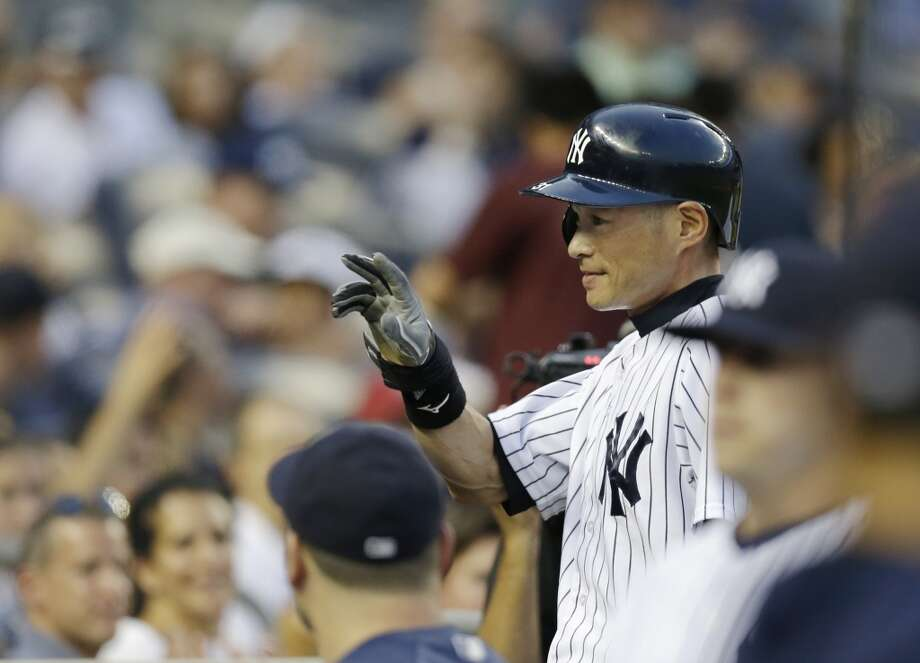 Ichiro Suzuki acknowledges the crowd after hitting a single for his 4,000th career hit in Japan and the major leagues Wednesday in New York. Photo: Kathy Willens, Associated Press