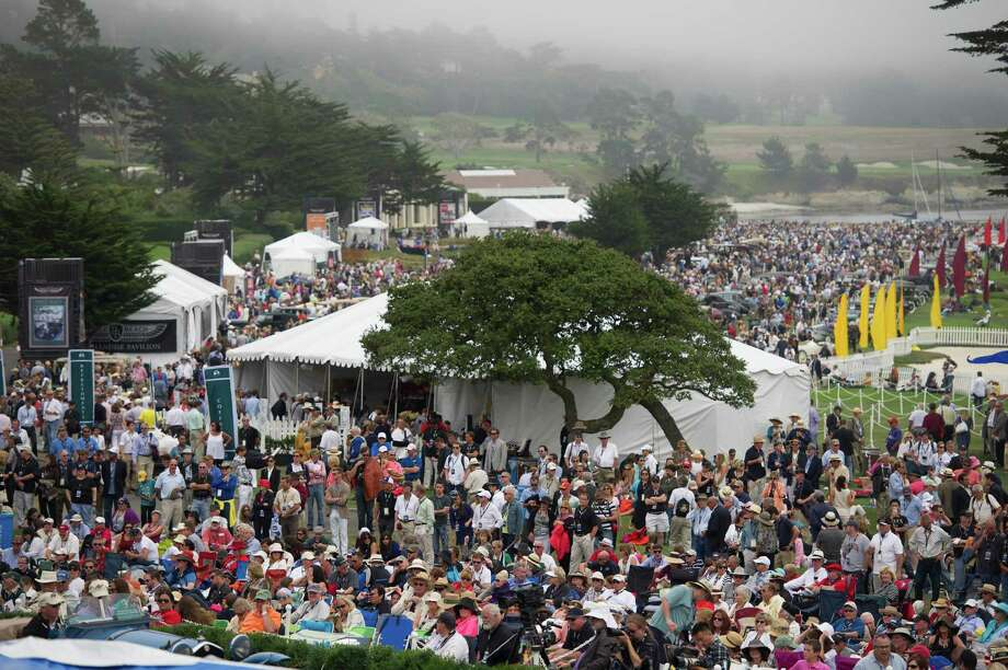 Attendees crowd the 18 fairway of Pebble Beach Golf Links during the 2013 Pebble Beach Concours d' Elegance in Pebble Beach, California, U.S., on Sunday, Aug. 18, 2013. The annual event in its 63rd year raised $1.277 million U.S. dollars for charity and showcased 248 cars, 48 from abroad. Photo: David Paul Morris, Bloomberg / 2013 Bloomberg Finance LP