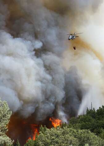 Helicopters were out in force making water drops near Ferretti Rd. in Groveland, Calif., as the 16,000 acre Rim Fire continues to grow on Wednesday August 21, 2013. Photo: Michael Macor, San Francisco Chronicle