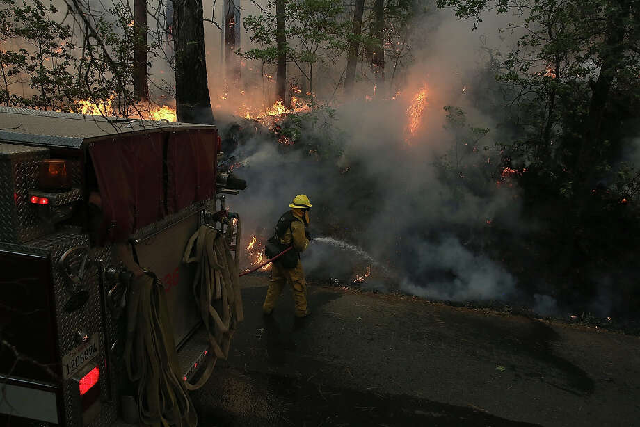 Fire near Yosemite 'growing exponentially'