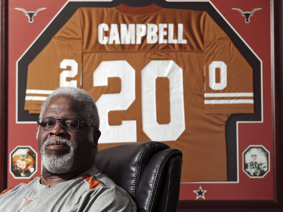 Heisman Trophy winner Earl Campbell will be honored with actor Matthew McConaughey and six other former Texas Longhorns at the Texas Exes' Distinguished Alumni Awards in October.