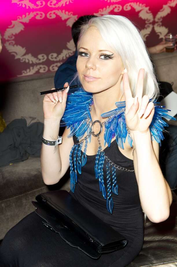 Chains of feathers (Singer Kerli) Photo: Earl Gibson III, Getty Images For AMA