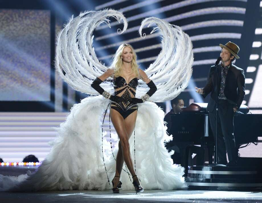 Angelic feathers (Victoria's Secret model Lindsey Ellingson) Photo: TIMOTHY A. CLARY, AFP/Getty Images