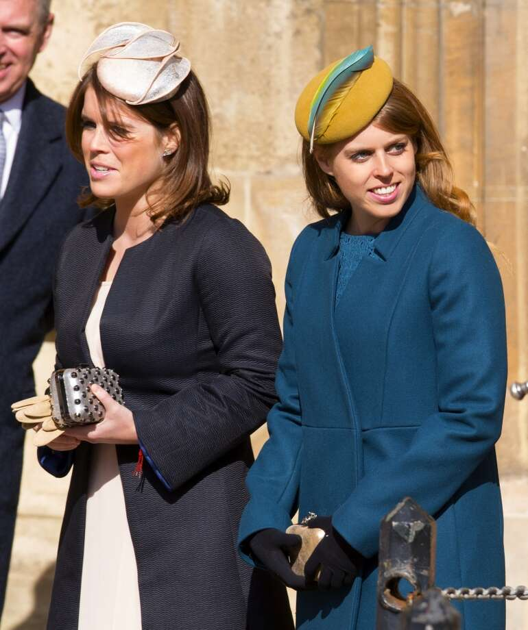 Oddly-placed feather (Princess Eugenie  and Princess Beatrice) Photo: Max Mumby/Indigo, Getty Images