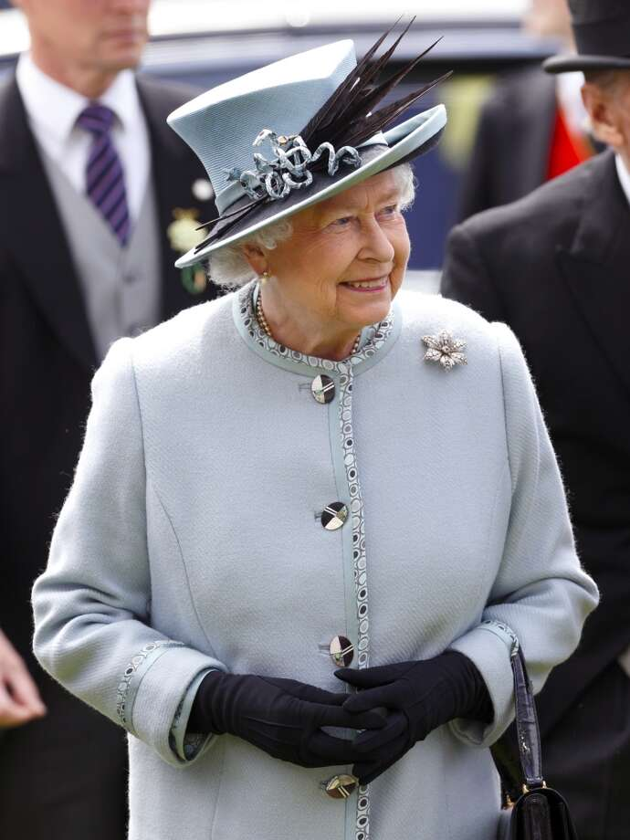Royal feathers (Queen Elizabeth II) Photo: Max Mumby/Indigo, Getty Images