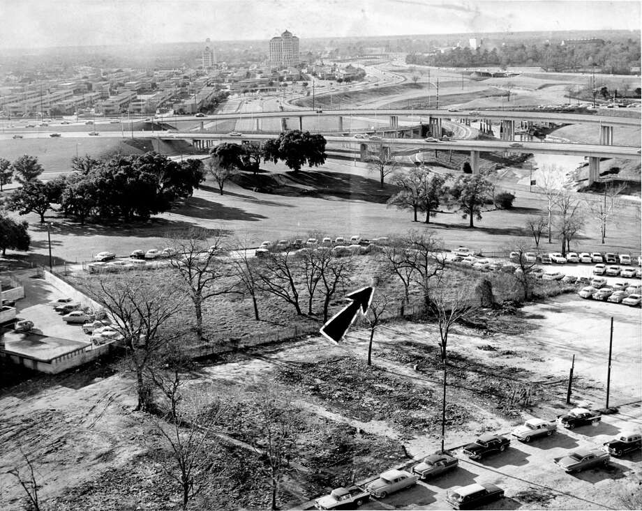 December 1959: Masonic Cemetery is now surrounded by Houston city property. One of three visible headstones is marked by arrow. At center in the distance is Jefferson Davis Hospital. Photo: Dell Van Dusen, Houston Chronicle