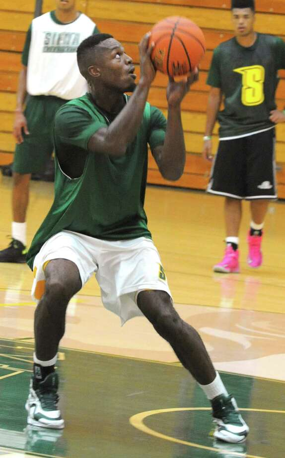 Maurice White eyes the basket as the Siena men's basketball team practices in preparation for a trip to Montreal Tuesday, Aug. 20, 2013 in Loudonville, N.Y. They will be playing a series of games against Canadian teams. (Lori Van Buren / Times Union) Photo: Lori Van Buren / 00023580A