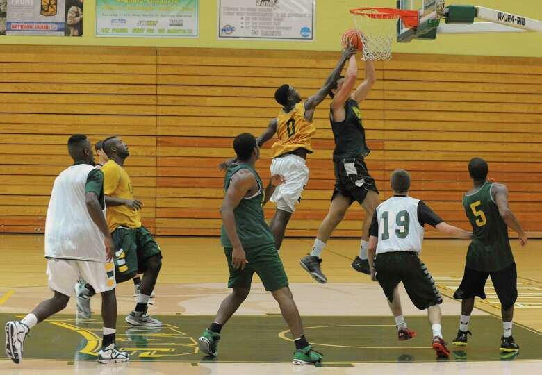 The Siena men's basketball team practices in preparation for a trip to Montreal Tuesday, Aug. 20, 20