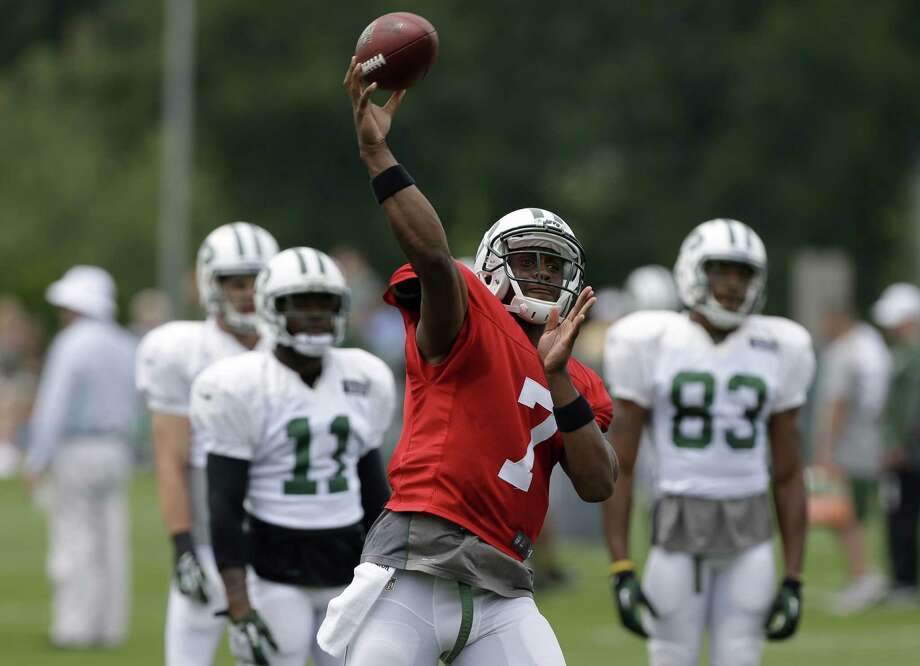 New York Jets quarterback Geno Smith participates in a practice in Florham Park, N.J., Monday, Aug. 19, 2013.  (AP Photo/Seth Wenig) ORG XMIT: NJSW107 Photo: Seth Wenig / AP