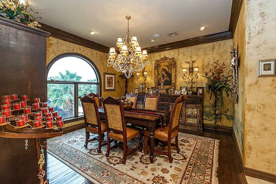 Listing agent: Phyllis FosterSee the listing here.