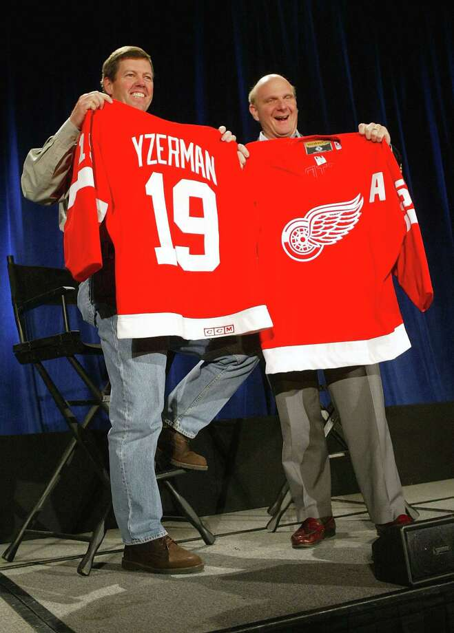 Ballmer and Sun Microsystems CEO Scott McNealy hold up Detroit Red Wings hockey jerseys that they exchanged with each other during a media conference April 2, 2004 in San Francisco, after the two companies announced a broad technology collaboration agreement to enable their products to work better together and to settle all pending litigation. Photo: Justin Sullivan, Getty Images / 2004 Getty Images
