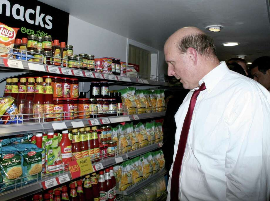 Ballmer eyes snacks in a Reliance fresh store in Hyderabad, India on November 10, 2006. Photo: STRINGER, AFP/Getty Images / 2006 AFP