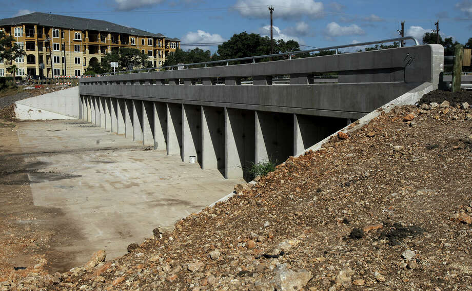 This bridge is part of a $1.9 million flood control project in the Stone Oak area that connects Wilderness Oak Road between U.S. Highway 281 North and Canyon Golf Road. The road expansion project will help provide short and safe access to nearby Tuscany Heights Elementary School, just in time for school to start Photo: JOHN DAVENPORT, SAN ANTONIO EXPRESS-NEWS / ©San Antonio Express-News/Photo may be sold to the public