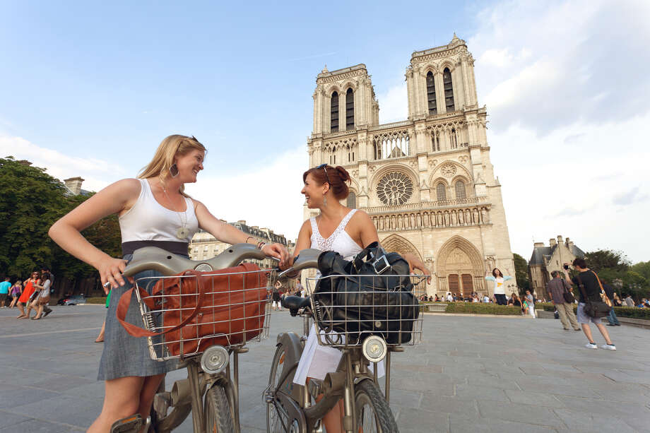 Summertime bike touring is a fun way to see the sights in Paris. (photo: Dominic Bonuccelli) Photo: Ricksteves.com / dominic arizona bonuccelli / azfoto.com