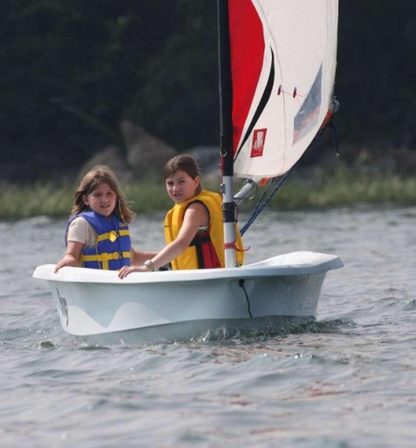 "Kids sailing a ""Bug"" Photo: Longshore Sailing School, 2013"