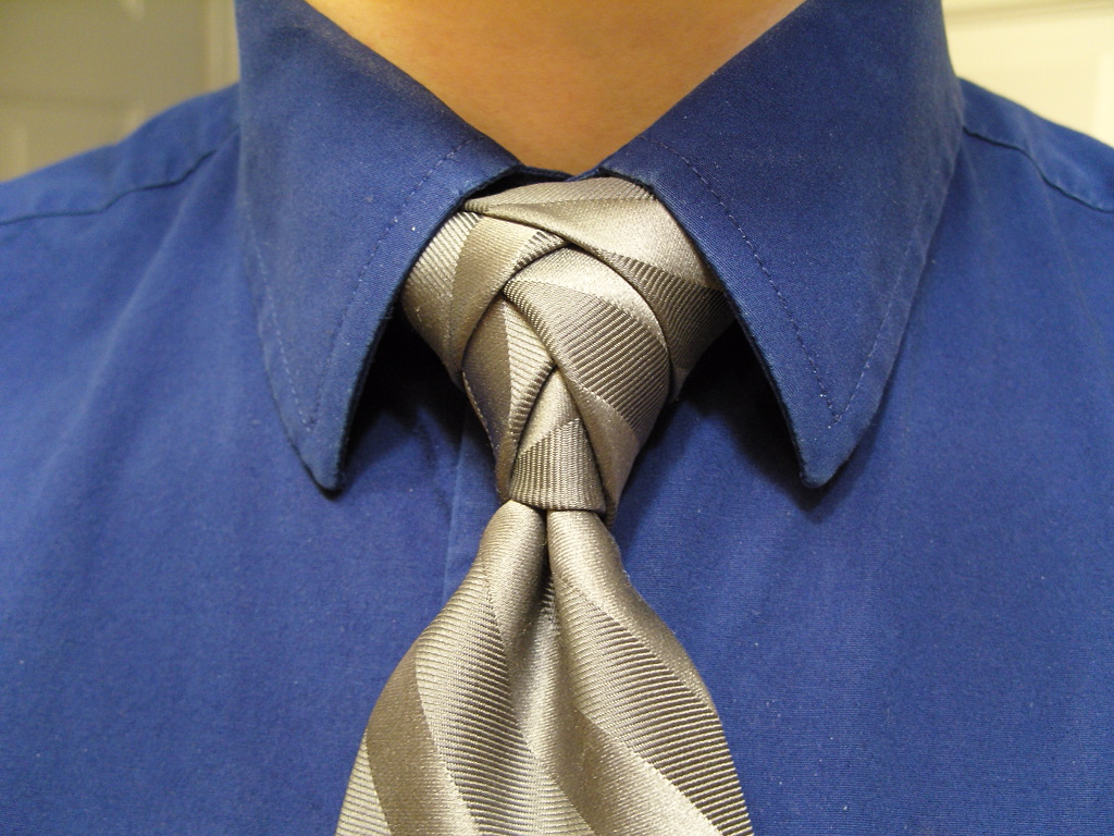 Tie Knots Ive Saved This Picture From Reddit Years Ago And Have How To A Trinity Knot Imgur Tying It Speaks Volumes That All The Tos On Always Show Some Terrible Shirt Combination