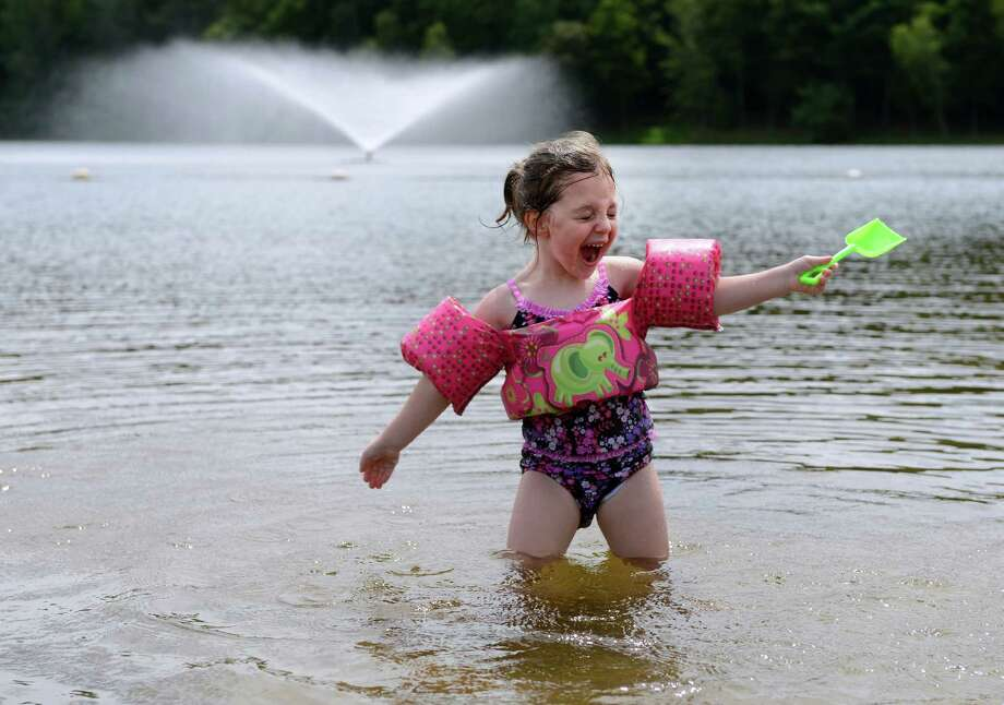 Maggie Corrone, 3, of Seymour, splashes in Great Hollow Lake at Wolfe Park in Monroe, Conn. Friday, Aug. 23, 2013. Photo: Autumn Driscoll / Connecticut Post