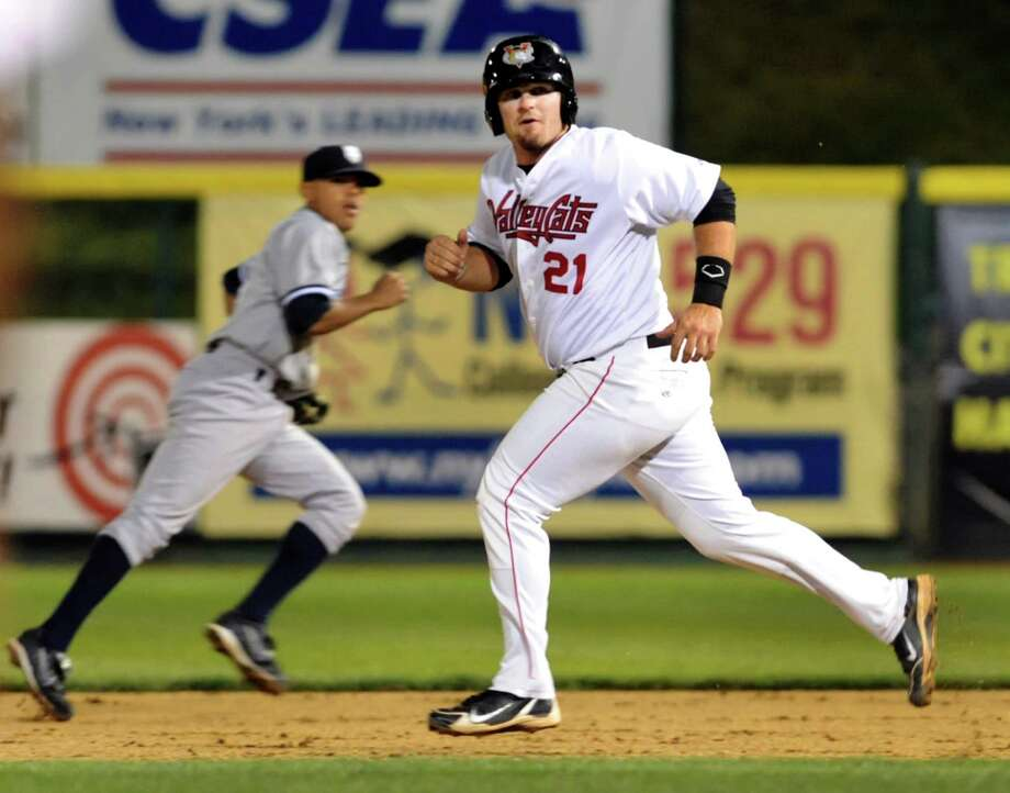 ValleyCats' Tyler White, right, watches the play as he runs for second during their baseball game against the Staten Island Yankees on Friday, Aug. 23, 2013, at Bruno Stadium in Troy, N.Y. (Cindy Schultz / Times Union) Photo: Cindy Schultz / 00023559A