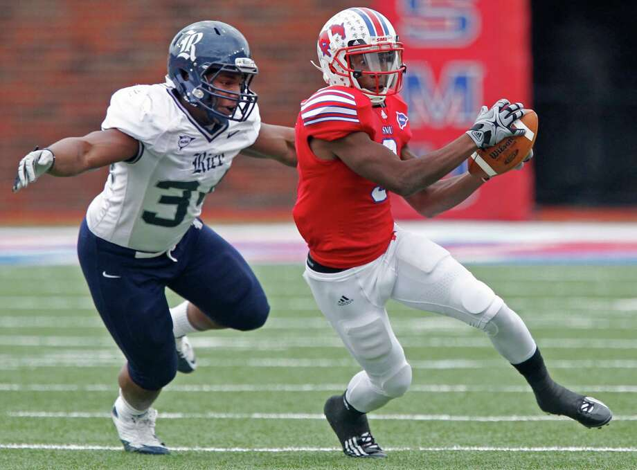 Cameron Nwosu, left, closing in on SMU's Darius Johnson, might be unable to play in Rice's opener. Photo: Louis DeLuca, The Dallas Morning News / Louis DeLuca/The Dallas Morning News
