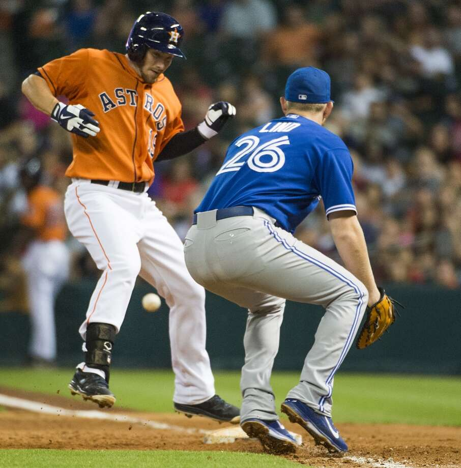 Astros left fielder Robbie Grossman  gets back to first after scoring scoring Brett Wallace with a single in the fifth inning. Photo: Smiley N. Pool, Houston Chronicle