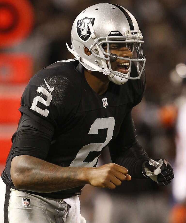 Quarterback Terrelle Pryor took command in the third quarter, passing for one touchdown and rushing for another, but it wasn't enough to overcome Oakland's poor first half. Photo: Michael Macor, San Francisco Chronicle