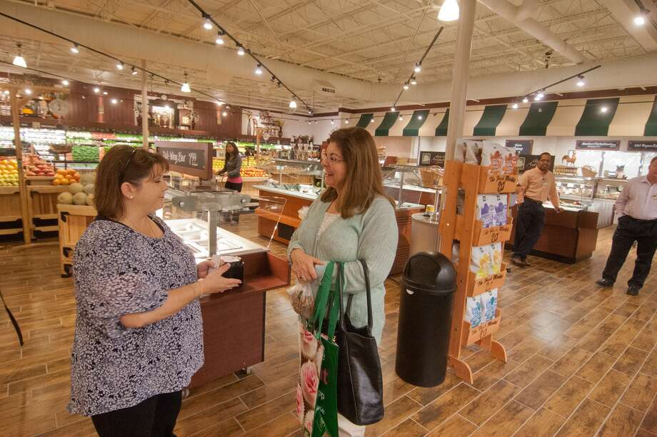 Manager Wendy Martin talks with Judy Waters of Houston Ballet at the new Fresh Market on San Felipe near Post Oak.  Photo: R. Clayton McKee, For The Chronicle / © R. Clayton McKee