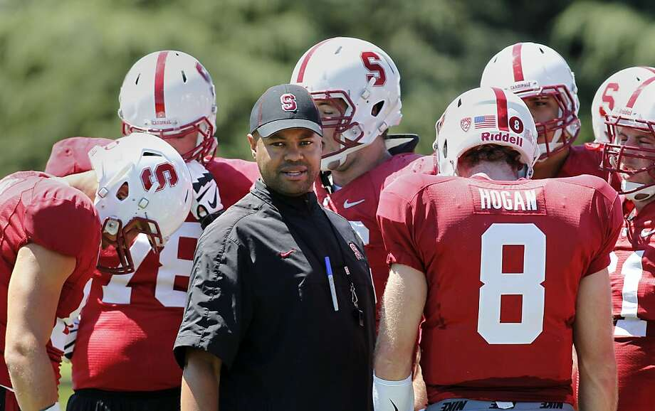 Head coach David Shaw with his offense during Cardinal football training camp at Stanford University in Palo Alto, Calif., on Wednesday August 14, 2013. Photo: Michael Macor, San Francisco Chronicle