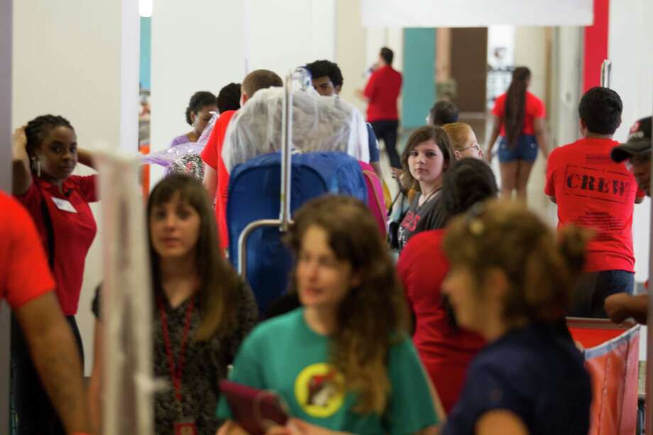 U of H freshmen Hannah Patterson, middle, waits in line during move in day at Cougar Village II on Thursday, Aug. 22, 2013, in Houston. Photo: J. Patric Schneider, For The Chronicle / © 2013 Houston Chronicle