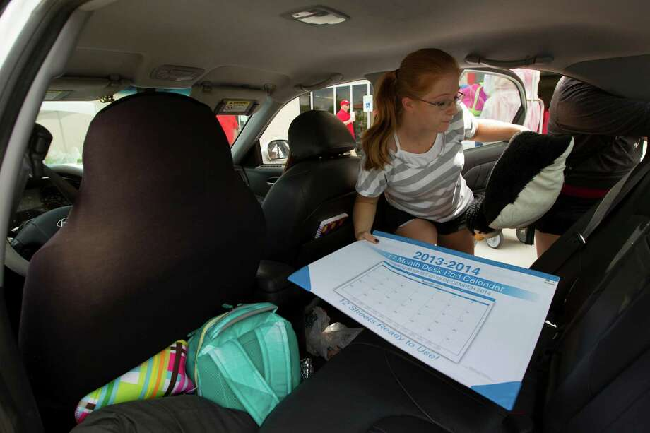 U of H freshmen Sister Kristy Parson unpacks during move in day at Cougar Village II on Thursday, Aug. 22, 2013, in Houston. Photo: J. Patric Schneider, For The Chronicle / © 2013 Houston Chronicle